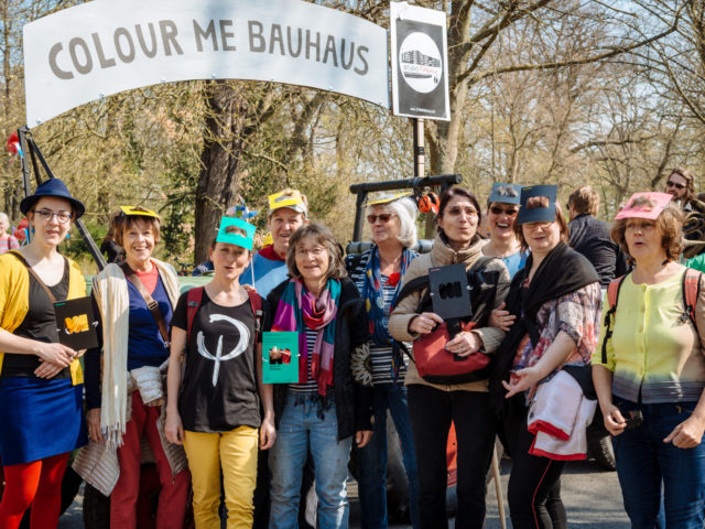 https://www.soziokultur.de/wp-content/uploads/2020/03/Foto_By_Henry_Sowinski_bauhaus-parade_4-scaled-640x480.jpg
